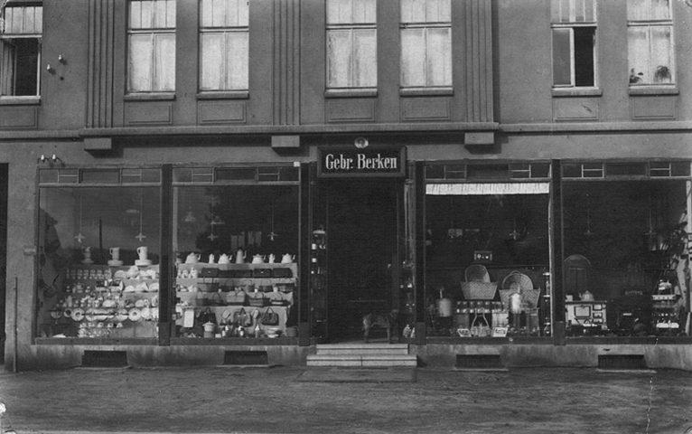 Das ursprüngliche Eisenwarenfachgeschäft an der Kreisstraße 46 in Selm im Jahre 1913.