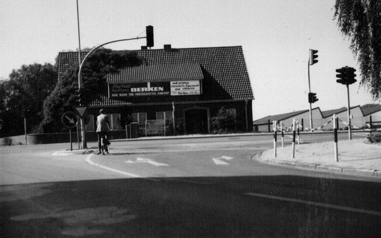 Am 17. Oktober 1974 eröffnet Berken am Pfeifenofen 14-16 in Stadtlohn. Der Leitspruch lautet: Berken hilft sparen! In den Jahren 1978 - 2003 war das Haus an die Firma Magnus vermietet.