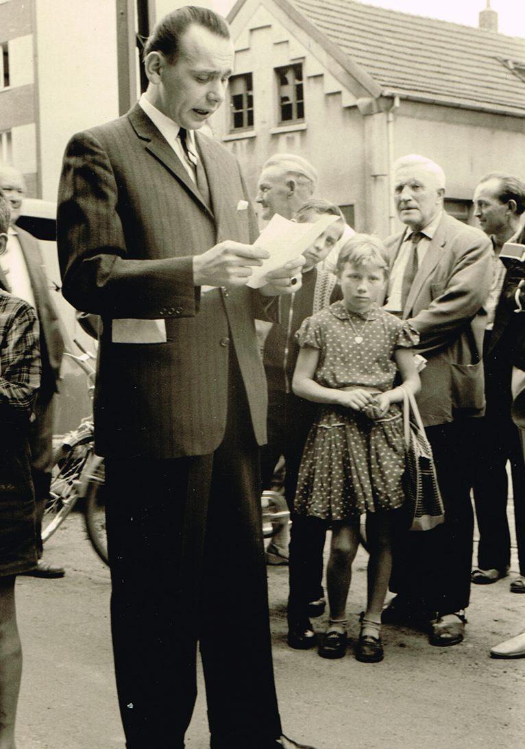 Franz-Josef Berken, der Sohn von Josef Berken, tritt am 01. April 1950 in die Firma ein. Er bringt neue und moderne Ideen in die Firma ein und strukturiert das elterliche Eisenwarenfachgeschäft Mitte der 50er Jahre zeitgemäß zu einem Kaufhaus mit großem Warensortiment um.